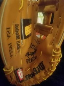 Wilson T-Ball baseball glove